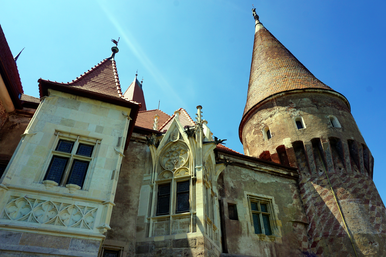 château des corvins roumanie