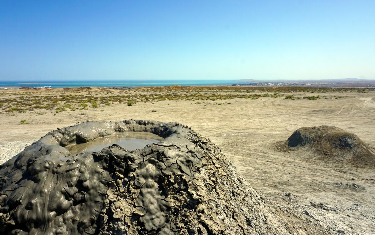 volcan boue azerbaïdjan qobustan bakou petroglyphe